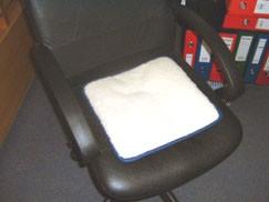 vratni valjak  Za masažu vratne kralježnice, odmaranje pred televizijom, popodnevni odmor, rolica ili vratni valjak je idealan. Takođe podmetnuti pod noge, za bolju cirkulaciju, prokrvljenost...  Pošaljite upit ili narudžbu za proizvod ili nazovite 091/4000-960, 01/66 99 361.